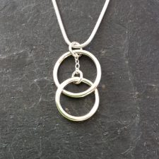 Interlocked rings pendant