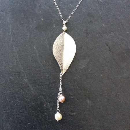 Textured leaf and pearls necklace