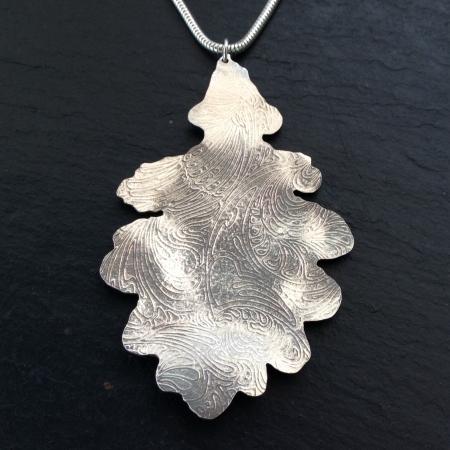 Large patterned oak leaf