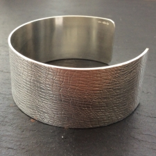 Fine lines cuff bracelet