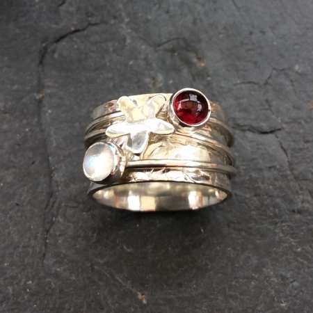 Daisy and 2 stones spinning ring