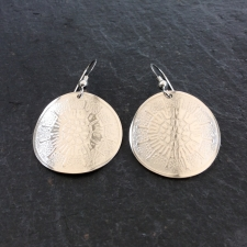 Patterned curved circle earrings