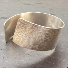 Fine lines twisted cuff
