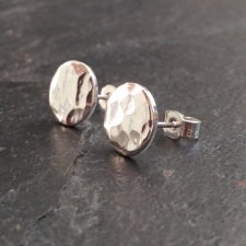 Hammered round stud earrings