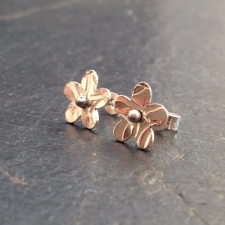 Small flower stud earirngs