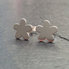 Polished flower stud earrings