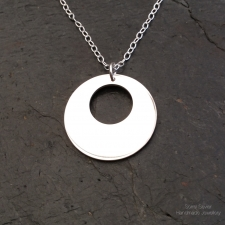 Little disc necklace