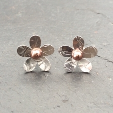 Flower stud earrings with copper centre