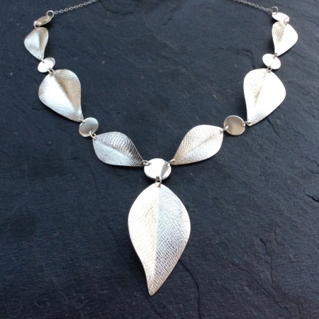 Elegant leafy necklace