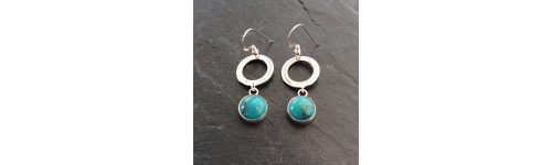 Earrings with stone settings